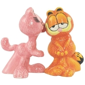 Garfield Magnetic Arlene Kissing Garfield Salt and Pepper Set